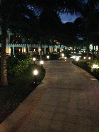 JW Marriott Cancun Resort & Spa: VISTA NOCTURNA ZONA PISCINAS