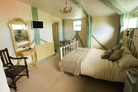 The Edge Accommodation: Bedroom different angle