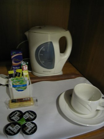 BEST WESTERN Glasgow Stepps Garfield House Hotel: 部屋備えつけの無料お茶セット。ショートブレッドがうれしかった