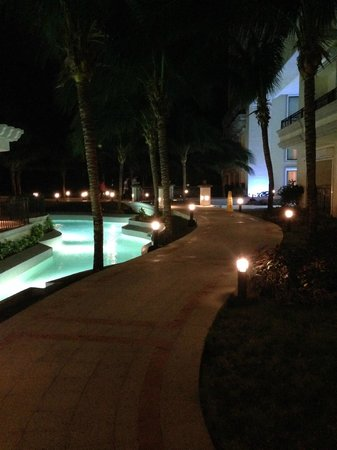 JW Marriott Cancun Resort & Spa: VISTA NOCTURNA ZONA PISCINAS