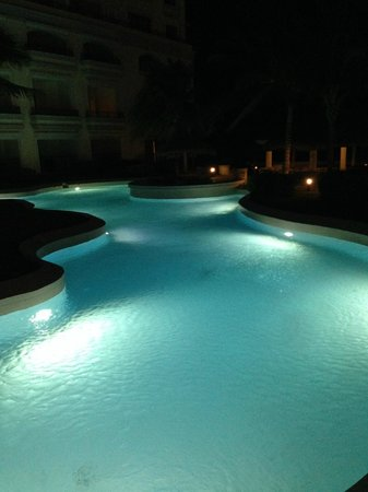 JW Marriott Cancun Resort & Spa: CISTA NOCTURNA ZONA PISCINAS