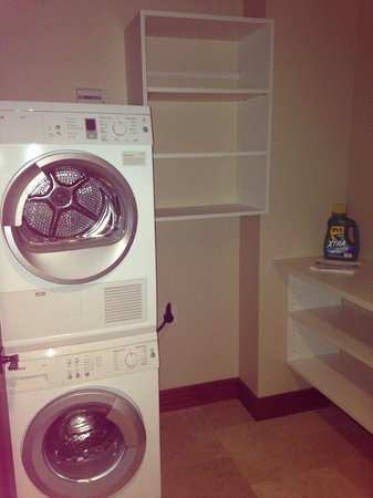 Koloa Landing Resort : Laundry room with detergent awaiting our arrival!