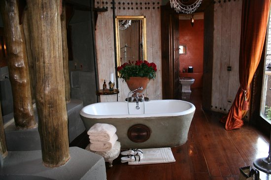 andBeyond Ngorongoro Crater Lodge: bathroom to die for
