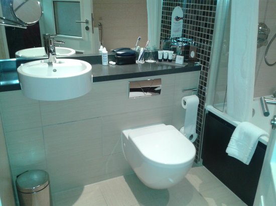 Telford Hotel & Golf Resort: Sink/toilet/vanity