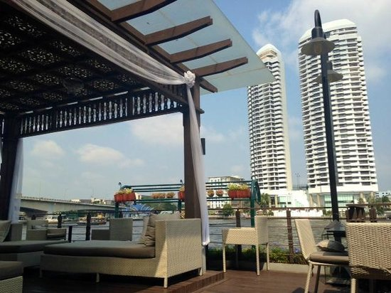 Riva Surya Bangkok : Great river view from the pool area