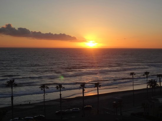 Wyndham Oceanside Pier Resort: Sunset from Sky Lounge