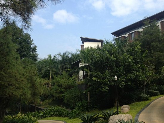 Sheraton Grand Guangzhou Huadu Resort: bâtiment de la chambre