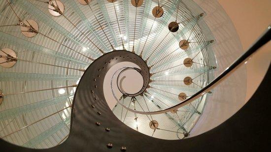 Design Hotel Josef Prague : Escalier de la réception