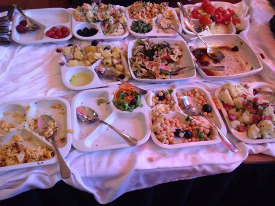 Sacramento: 14 horas não tem mais reposição de buffet que vai até as 15 horas