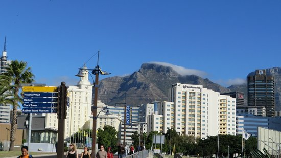 Southern Sun Waterfront Cape Town: Vue lointaine de l'hôtel