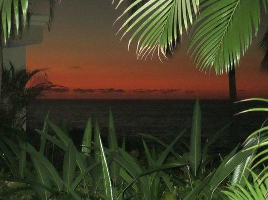 Garza Blanca Preserve, Resort & Spa: Sunset through first floor window