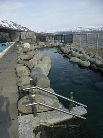 Laugarvatn Fontana Geothermal Baths : 38 degree pool with large rocks