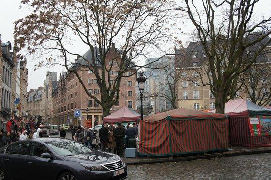 Ibis Brussels off Grand Place : Площадь перед отелем