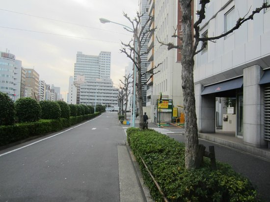 Ginza Capital Hotel Main: Street in front