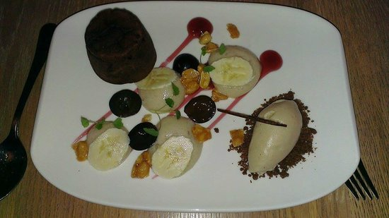 Rouge Tomate : Chocolate fondant, peanut butter sorbet and banana