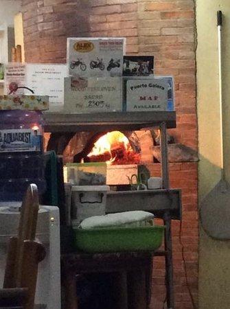 Vesuvio's Pizzeria: Feuer ohne Ende