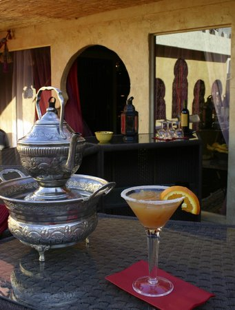 El Morocco Inn & Spa: Nightly complimentary Morocco0tini's served poolside!