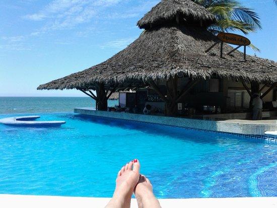 Bel Air Collection Resort & Spa Vallarta: Swim up bar hut