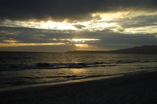 Bel Air Collection Resort & Spa Vallarta : Sunset on beach