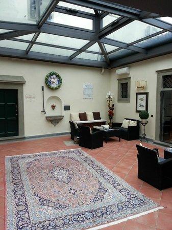 Relais Villa Il Sasso Historical Place: Corte della villa