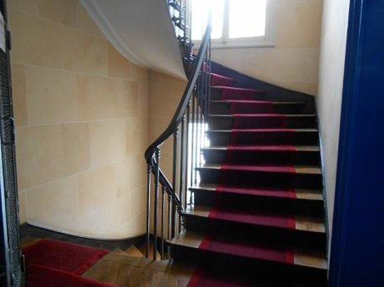 HotelHome Paris 16 : Lovely winding Staircase