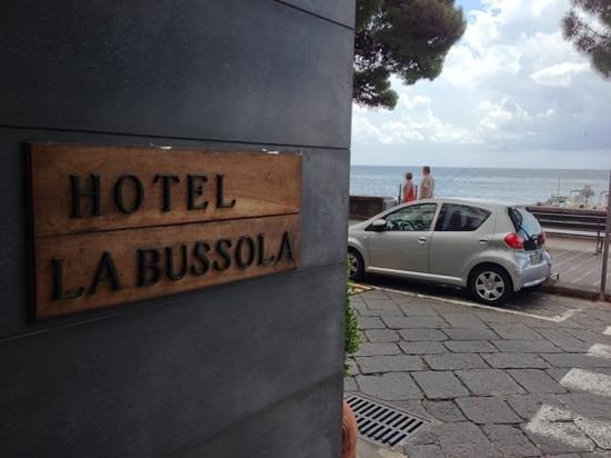 Hotel la Bussola: Front doorway. Nice hotel!