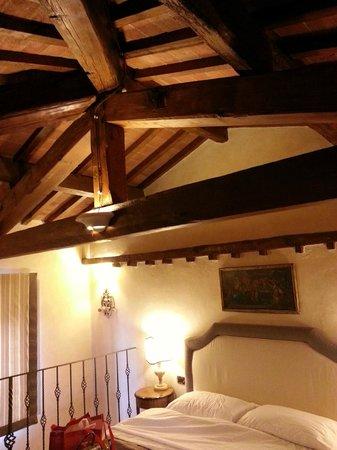 Relais Villa Il Sasso Historical Place: Particolare della Suite Falchi