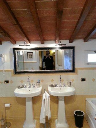 Relais Villa Il Sasso Historical Place: Bagno della Suite