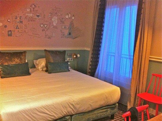 Hotel des 3 Poussins: lit très confort...