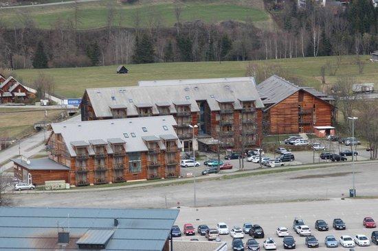 Club Appartement-Hotel am Kreischberg: Blick vom Berg auf die Hotelanlage