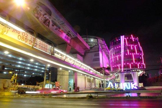 Nasa Vegas Hotel: estacion del LINK