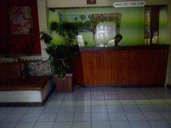 Cariblue Hotel and Scuba Resort: Front Deck Reception