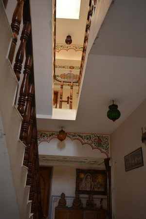 Sunder Palace Guest House: Stairway to the restaurant