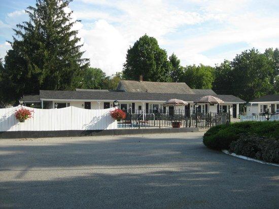 Knotty Pine Motel: Motel