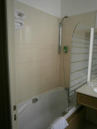 BEST WESTERN Hotel D'anjou: Sdb chambre n° 132