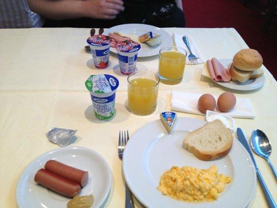 Hotel Petka: Breakfast at Petka