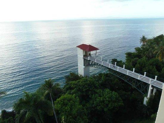 Grand Bahia Principe Cayacoa : View from room 404 of beach elevator from balcony
