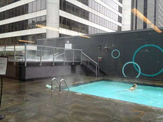 Hyatt Regency Vancouver: swimming pool