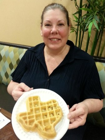 Best Western Plus Palo Alto Inn & Suites: Gayle's Texas waffle creation.