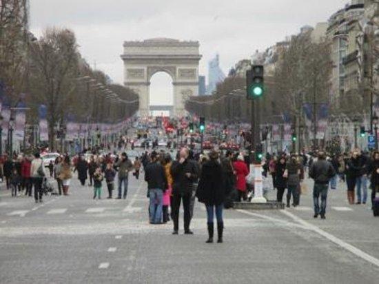 Champs-Élysées : 1月1日 歩行者天国