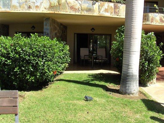 H10 Playa Meloneras Palace: Chambre face à la grande piscine