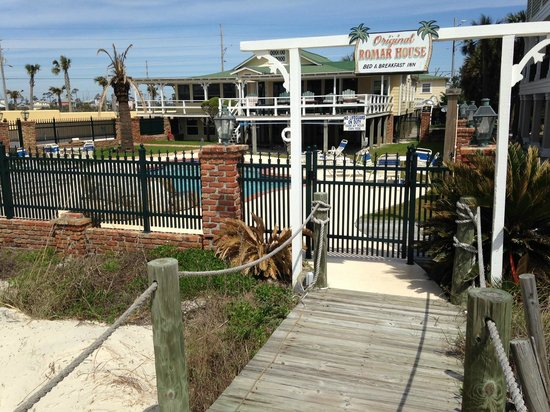 The Original Romar House Bed & Breakfast Inn : Coming back from the beach view
