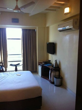 Hotel Shubhangan: .