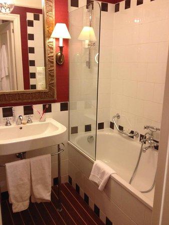 Hotel Kipling - Manotel Geneva: Our bathroom