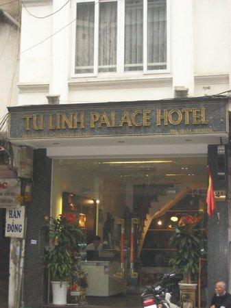 Tu Linh Palace Hotel : 入り口は狭い