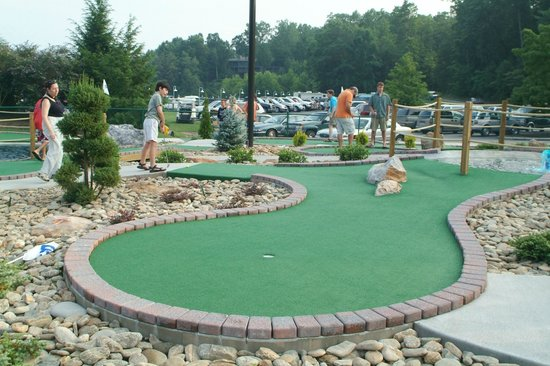 Rumbling Bald Resort on Lake Lure : mini golf