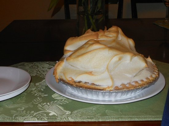 Midway Cafe & Coffee Bar : Key Lime Pie!
