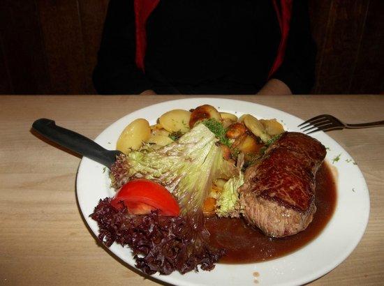 Hausbrauerei Zum Schlussel: carne alla griglia