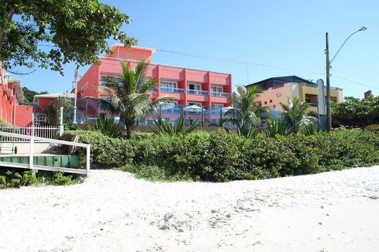 Pousada Vila do Coral : Vista desde la playa hacia el hotel