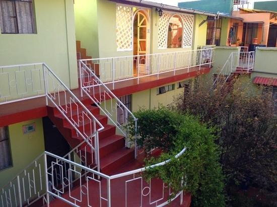 El Manzano Casa de Huespedes: Patio et vue sur la salle à manger au 2 eme etage